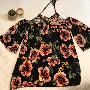 Dresses & Skirts - Bell Sleeve Shift Dress